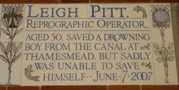 Leigh Pit aged 30 who saved a drowning boy from the canal at thamesmead, but sadly could not save himself